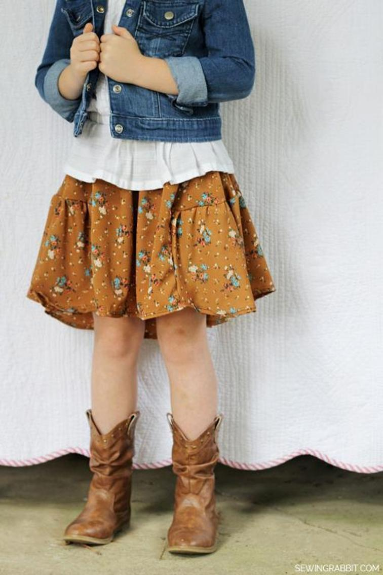 Side Bustle Skirt Pattern: A Knee-Length Fashionable Dress with Printed Cotton Fabric