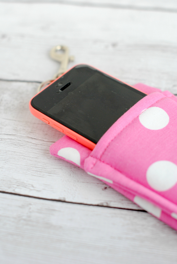 Simple 20-Minute Fabric Scrap Craft Phone Wallet with Cotton Quilt Base