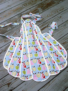 Vintage Full-Size Quilting Apron with Waved Ends and Clear Edges