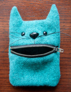 Plush Animal Zipper Pouch with Lock-Up Lip Design: A Cute DIY Woolen Project