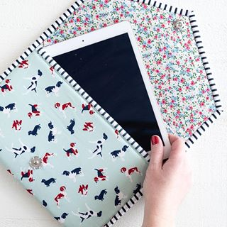 Zippy Wet Pouch for Tabs Made of a Shower Curtain with Double-Sided Print Pattern