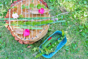 Natural Tree Stump Weaving Loom with Eco-Friendly Products: DIY Art and Design Ideas for Kids