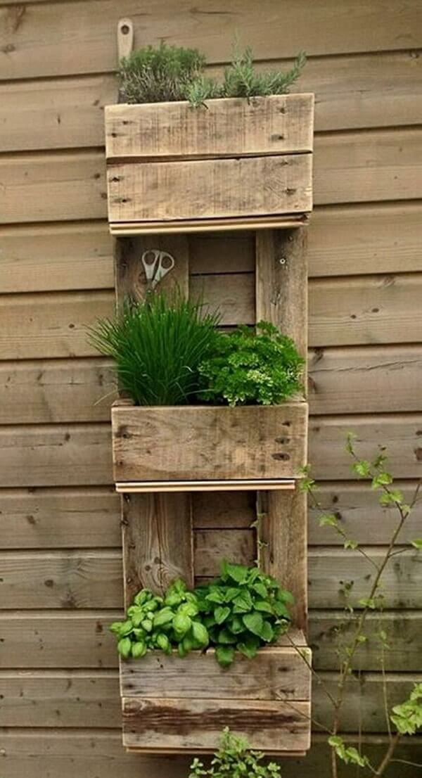 Farmhouse Style Rustic Three-Tiered Herb Gardening with Old Pallets: Vertical Gardening on Wall