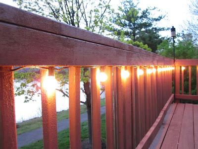 Sparkling Porch Decor Idea with Light Garlands: A Wonderful DIY for a Dreamy Outdoor