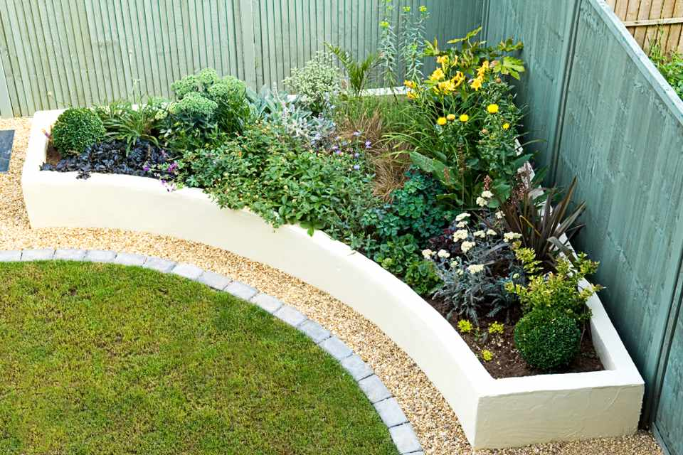 Quick Tutorial of How to Build a Robust Raised Bed from Breeze Blocks