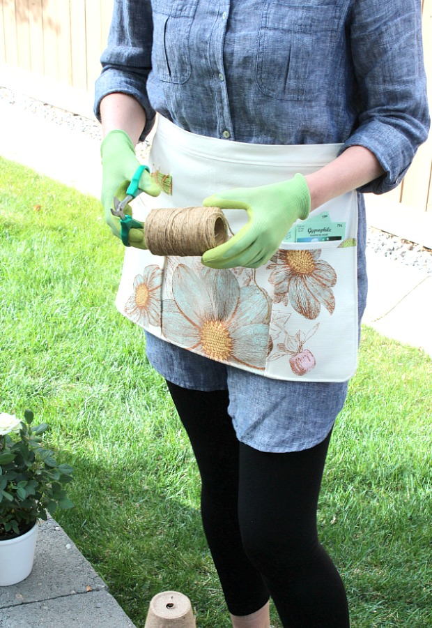 DIY Outdoor Apron: Free Sewing Project for Gardening Purpose