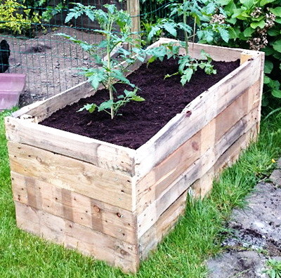 Inexpensive Recycling Garden Project: DIY Raised Garden Planter Made From A Wooden Pallet
