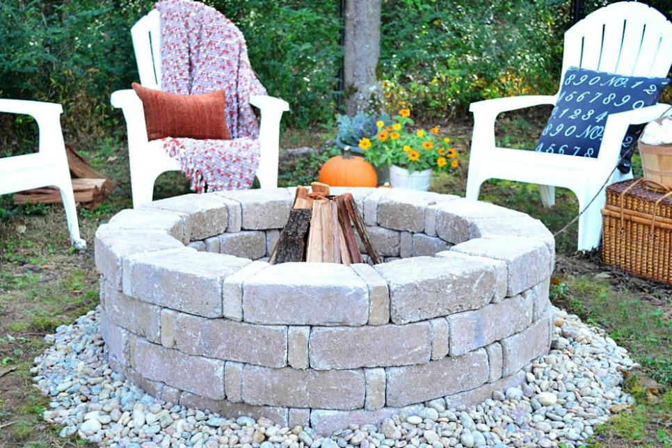 Tutorial of How to Build a Fire Pit Easily with Concrete Block: DIY Garden Project for Winters