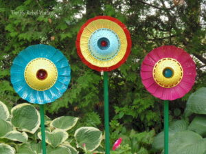 Tutorial of How To Make Repurposed Folding Strainer Flowers: Catchy Garden Decor with Smart Recy ...