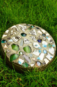 Tutorial of DIY Mosaic Garden Stepping Stone without Fancy Schmancy Mold