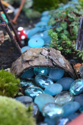 Fairy Garden: Expand and Furnish Idea with Captivating Bridge-Over-River Project