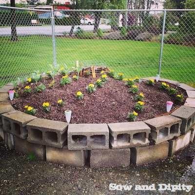 Keyhole Garden Tutorial: DIY Raised Graden Bed Project with Cinderblocks
