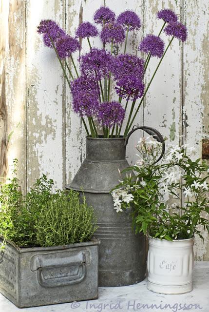 Farmhouse Type Front Porch Decor Idea with Galvanized Metal Panter: DIY Rustic Outdoor Decor