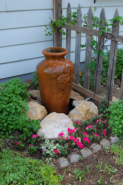 DIY Fountain for Garden Area with Trendy Clay Vase: A Cheap Garden Decor Craft