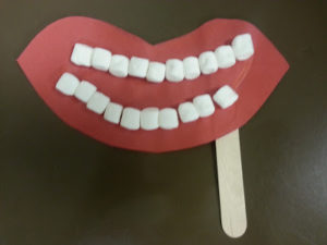 DIY Mouth Model Craft Idea for Preschoolers: A Mouth Made of Paper Lips and Marshmallow Teeth