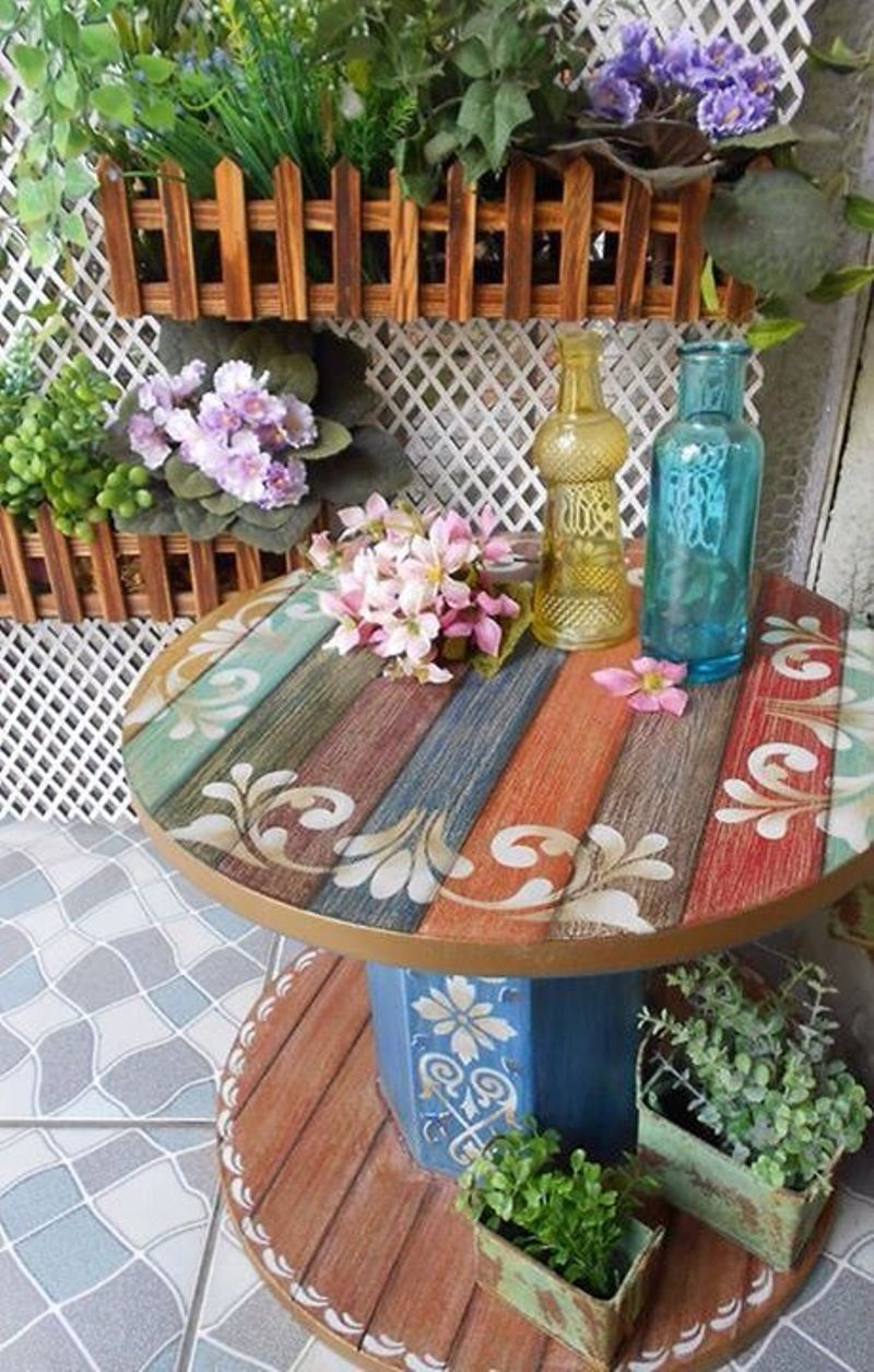 DIY Summer Porch Decor Idea with Repurposed Wooden Cable Spool Table in Nice Painted Form