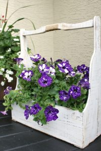 Summer Front Porch Decorating Idea with DIY Wooden Flower Crat Decor for A Charming House Entrance