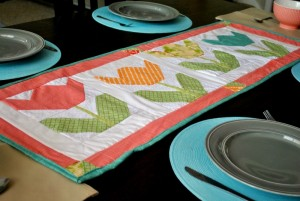 Tutorial DIY Floral Table Runner with Tulip Appliques By Southern Fabric
