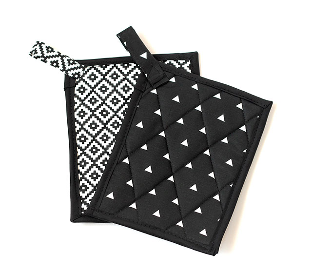 DIY Paddy Pot Holders with Classy Blck & White Color Accents