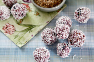 No-Bake Coconut Oil Flax Seed Mashed Berry Dog Truffle Ball Treats