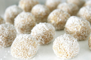 No-Bake Peanut Butter Coconut and Oil Oats Dog Treat Balls