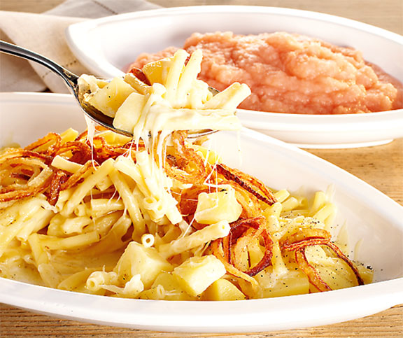 Älplermagronen Swiss Foods: Goes Great with stewed apple, bacon and fried onions