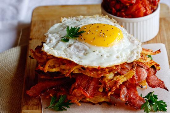 Potato Rösti, Bacon & Egg stacks with Tomato relish Fast Food-ish Swiss Breakfast