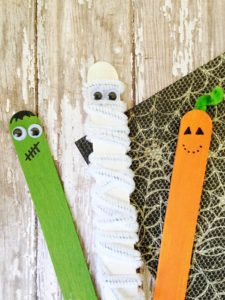 Create these easy popsicle stick monster puppets for this Halloween Preschoolers Craft