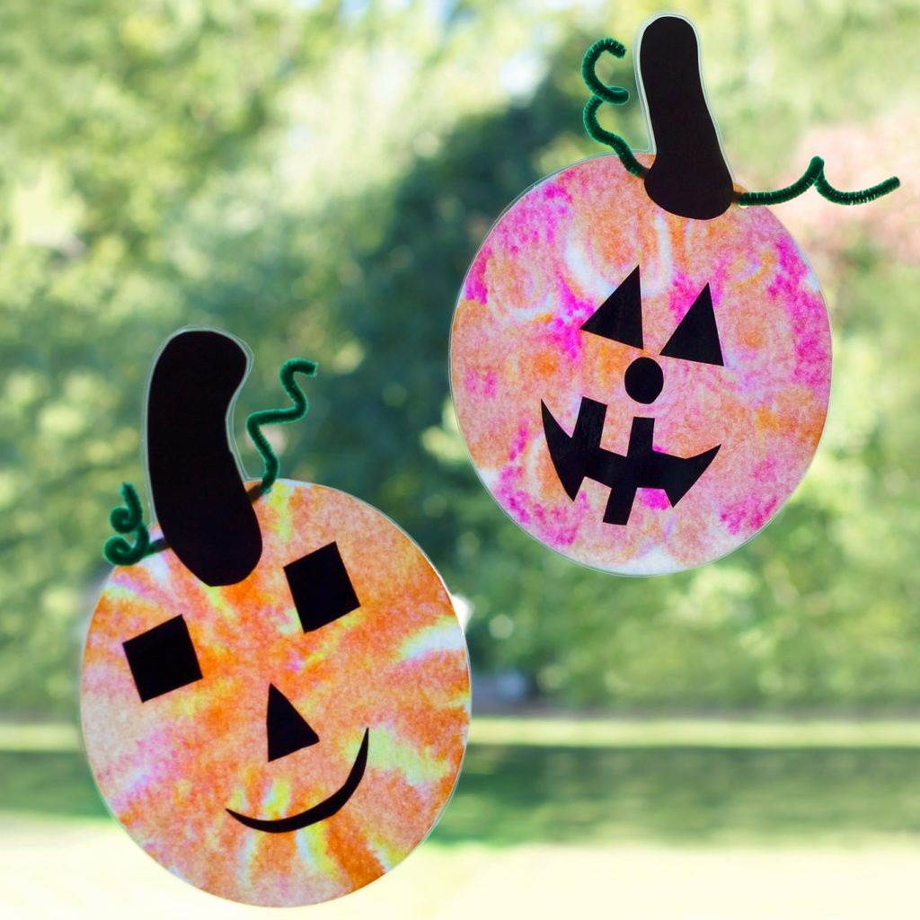 Your kids will love these adorable and inexpensive coffee filter Jack o' lantern sun catchers
